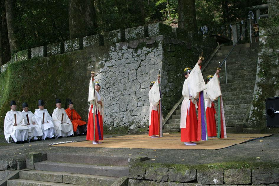 japanese priestess yame city